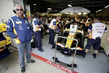 Renault pits